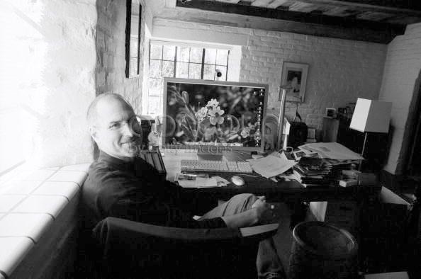 Photo of [fotos] O escritório de Steve Jobs em 2004