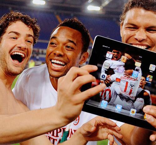 Photo of FIFA quer proibir uso de iPad e iPhone pela equipe técnica durante as partidas de futebol