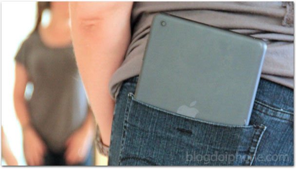 iPad mini no bolso