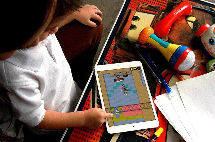Criança no iPad