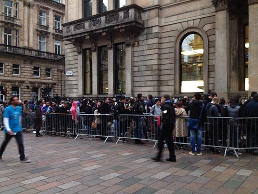 Fila em Glasgow