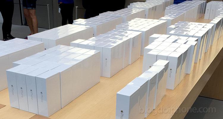 Photo of Pela primeira vez em anos, o iPhone está vendendo tanto quanto celulares com Android nos EUA