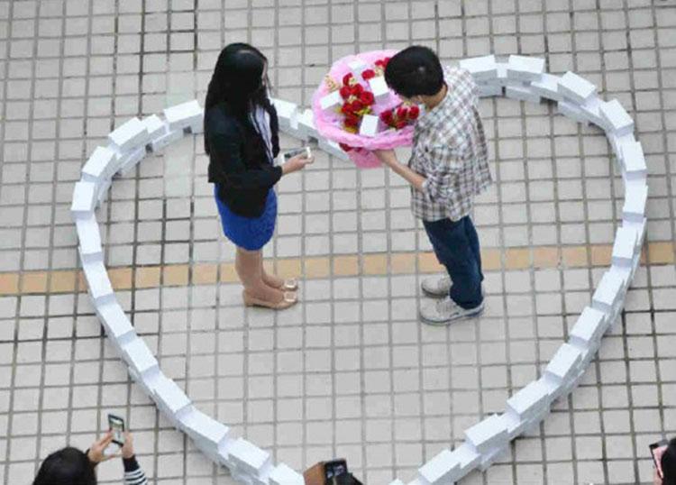 Photo of Chinês compra 99 iPhones 6 para pedir namorada em casamento, mas…