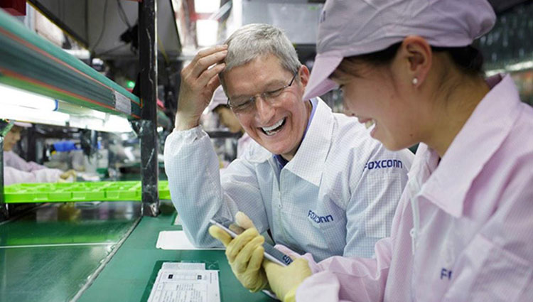 Tim Cook na fábrica da Foxconn