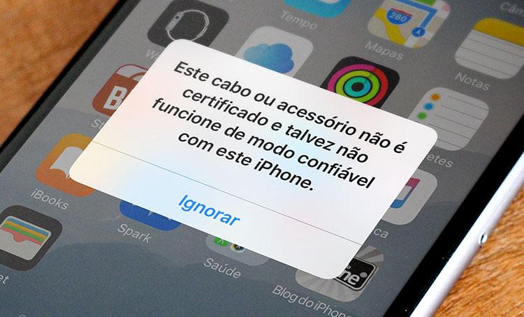 """Tela do iPhone, com o aviso: """"Esse cabo ou acessório não é certificado e talvez não funcione de modo confiável com este iPhone"""""""