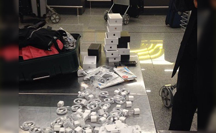 Photo of Trinta iPhones 7 escondidos na calça são apreendidos no aeroporto do Rio
