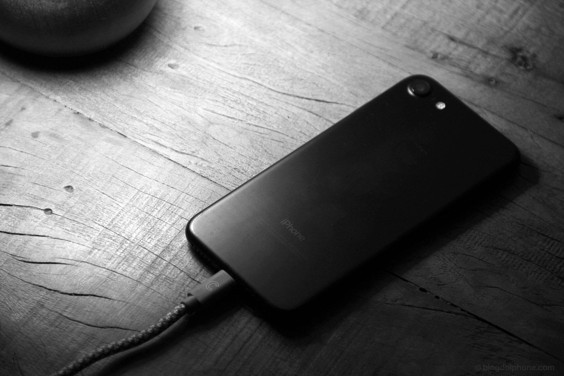 Photo of Deixar o iPhone carregando a noite inteira NÃO prejudica a bateria