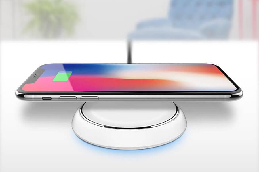 iPhone sobre base indução